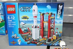 LEGO Toy Fair 2011 - City - 3368 Space Center - 01