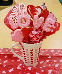 Valentines Cookie Bouquet (Cake-Angel) Tags: pink red white black flower love cookies hearts cookie heart o royal valentine double sugar v e valentines l sugarcookie cookiebouquet royalicing f