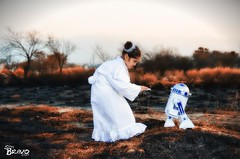 Learn to trust your heart. (CarlosBravo) Tags: playing kids robot starwars peliculas nia princessleia r2d2 disfraz movies posando android leia organa escobedo