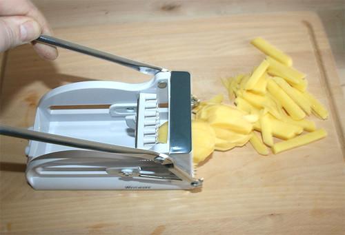 21 - Kartoffeln in Stifte schneiden