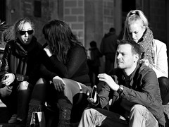 strangers (martaponsbcn) Tags: barcelona light blackandwhite blancoynegro luz streetphotography streetscenes llum blackandwhitephotography blancinegre candidshot candidphoto barrigòtic robat robado withoutpermission retratosurbanos sinpermiso escenasdecalle stphotography avdadelacatedral urbansportarits retratsurbans sensepermís escenesdelcarrer
