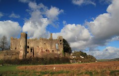 Laugharne Castle [Explored #476] (Eiona R.) Tags: castles wales carmarthenshire dylanthomas wfc twop laugharne carmarthen laugharnecastle