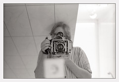 bathroom photograph (look-book) Tags: blackandwhite bw white black film analog zeiss bathroom blackwhite foto trix super 100mm d76 fotos sw linhof analogue f28 planar lookbook selfdeveloped technika analogous analogicas análogo 6x96x7