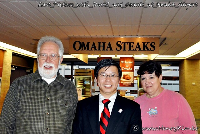 Last_Picture_with_David_and_Connie_at_Omaha_Airport