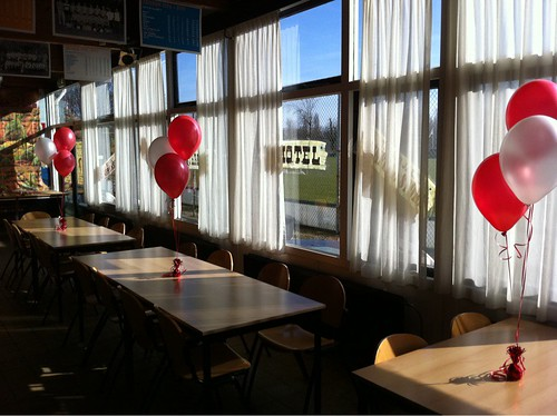Tafeldecoratie 3ballonnen SC Voorne Brielle