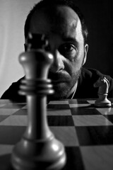 Retrat (Pere Nubiola) Tags: portrait bw man canon eos chess sigma mm 1770 philippe halsman 40d