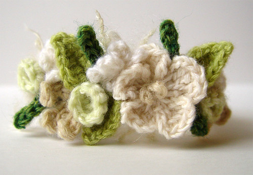 Crochet White Flowers Bracelet