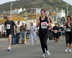 Hastings half marathon - keep that dog away from lamp posts! (Daves Portfolio) Tags: pictures photos running runners hastings athletes halfmarathon 364 3506 hastingshalfmarathon 2011 346 4737 4574