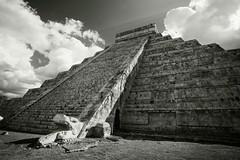 solar serpent  [Explore] (jpaulus) Tags: sun sunlight mexico temple solar ray calendar pyramid maya yucatan beam mayan castillo chichen itza kukulkan d700