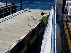 Arrival (jumping_man) Tags: sea port puerto cuerda harbor boat mar dock rope sailor throw bote lug marinero lanzar agarradera