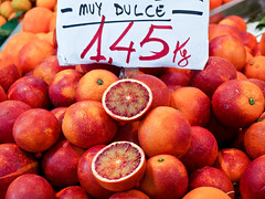 Muy Dulce (goodbyetrouble) Tags: valencia blood market central mercado oranges blut orangen bloodoranges blutorangen