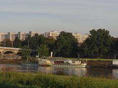 Dresden-0100_1 (pischty.hufnagel) Tags: dresden elbe dampfschiff dampfschifffahrt kurort rathen wende schaufelraddampfschiff schaufelraddampfer