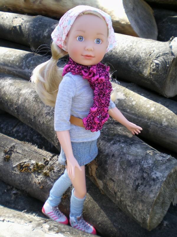 Annabell Tween sur pile de bois