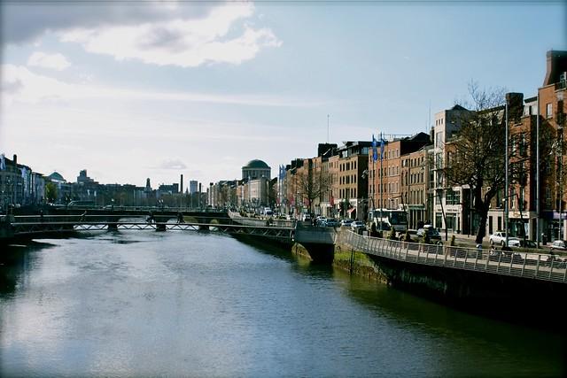 Дублин, Набережная реки Лиффи