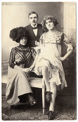 Max and his sisters (1913) (postaletrice) Tags: old carnival portrait bw white black byn blanco up fashion lady vintage studio real found photo costume tv clothing shoes y antique postcard negro group antigua disguise disfraz transvestite corset carnaval holdinghands postal february dressed rp postale 27th carte deutsch 1913 ancienne disguised postkarte dguisement tarjeta attire cpa travesti travestido ansichtskarte belleepoque transvestism dguis disfrazado rppc cors costum