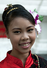 Portrait Dancer In Doi Suthep / Portrait Danseuse au Doi Suthep (Tim.D Photography) Tags: portrait color art girl thailand eyes asia outdoor young dancer yeux chiangmai asie doisuthep fille couleur thailande norththailand jeune chiangdao exterieur nordthailande