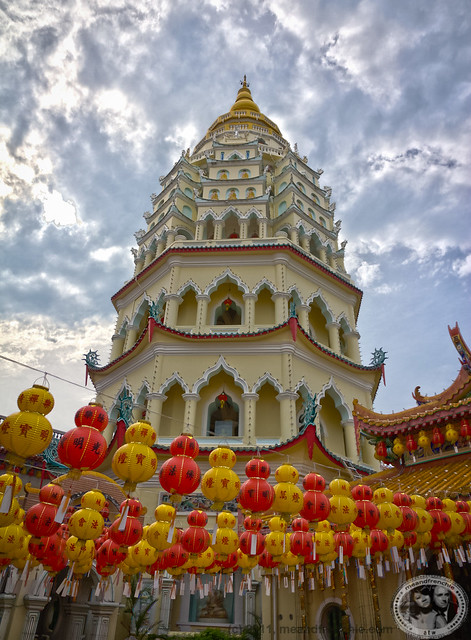 Pagoda of Ten Thousand Buddhas