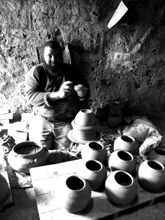 Abdejaim sculpting in Marrakech.