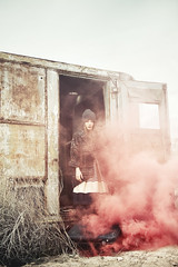 Coleccin de Cosas Perdidas (Ibai Acevedo) Tags: red girl de lost rojo chica desert smoke viento things cosas ventanas desierto humo maleta coleccin vaco perdidas