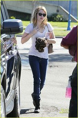 47411PCN_Roberts (yoo van buuren) Tags: california usa reading book carwash readingbook starbucks stuffedanimal icedcoffee blondehair westhollywood handbag aviators emmaroberts iceddrink beigebag icedbeverage teenactress