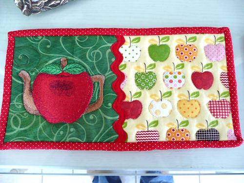 apple mug rug
