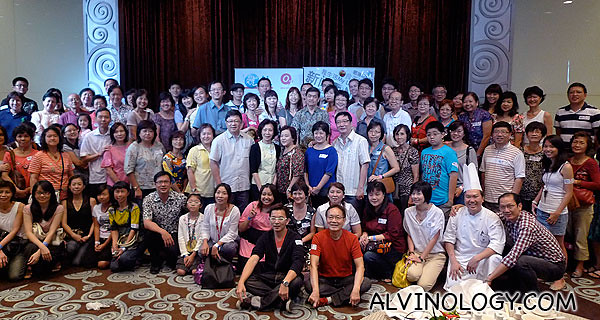 Group photo of all the participants in the second food trail with Ah Lun