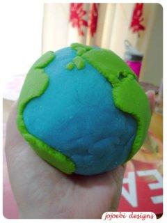 Playdough Earth (Photo from Jojoebi Designs)