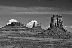 Monument Valley (Mel :-)) Tags: bw ut mel monumentvalley navajotribalpark sigma1770mm