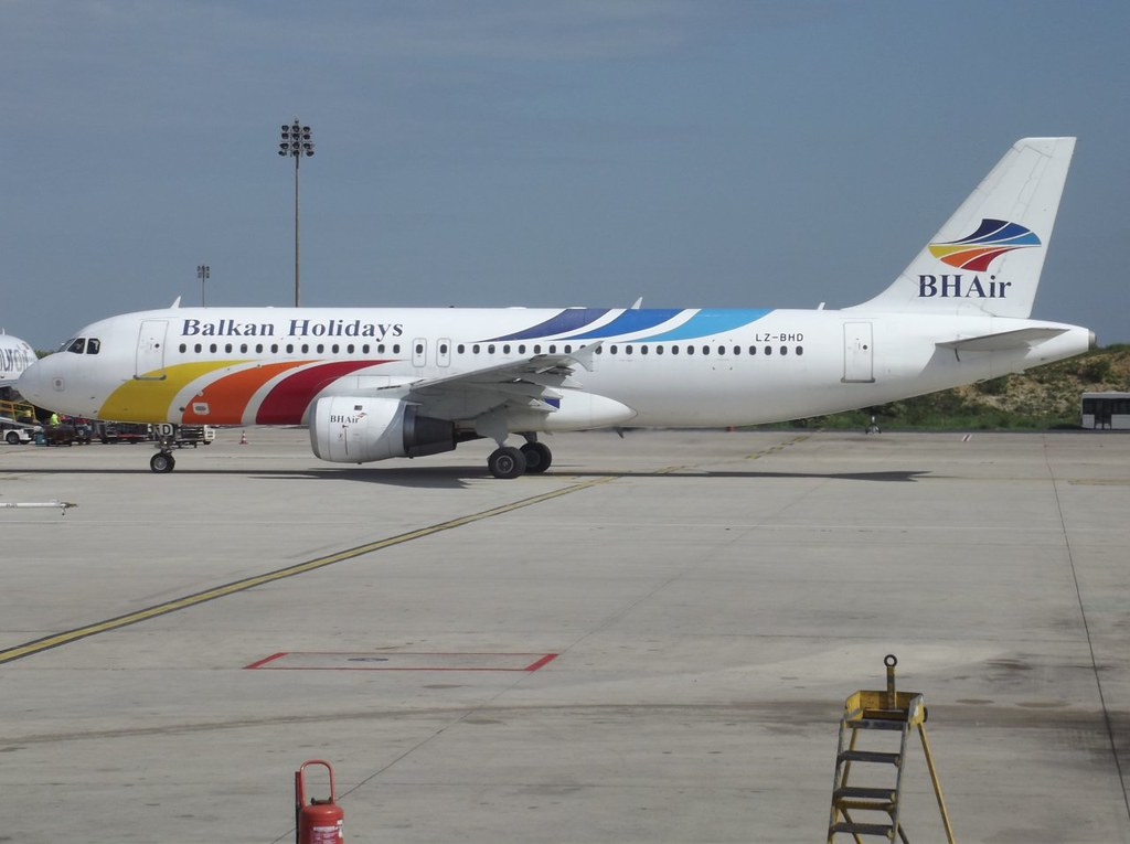 LZ-BHD, A320-211, cn 221, BH Air Balkan Holidays, CDG/LFPG, 05/2011