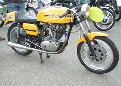 Ducati 450 Desmo jaune (gueguette80) Tags: old france bike race mono course single ducati circuit nord desmo motos lezennes motorrad anciennes italiennes 450cc monocylindre