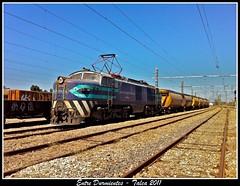 Un granelero en Talca (Entre Durmientes (Mauro C.)) Tags: chile yard train tren railway eeg breda convoy locomotora ferrocarril electrica talca e32 fepasa sofialoren raildoad etelvina carguero granelero e3214 etelvinero locomotoraitaliana