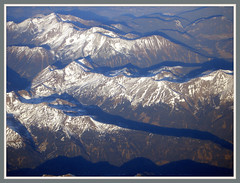 Auf einem Flug Dsseldorf - Antalya berfliegen wir die Alpen (Horst Erkrath) Tags: erkrath horst bostelmann flugzeug flieger alpen gipfel fotorahmen