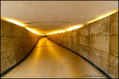 (Roby_wan_kenoby (the only one)) Tags: paris parigi francia france canon eos 7d sottopassaggio underpass luci lights prospettiva perspective photo fotografia photography