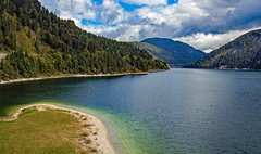 man made paradise (werner boehm *) Tags: wernerboehm sylvensteinspeicher fall natur stausee berge landscape lenggries landschaft lakescape isar