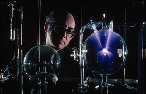 Miller en su laboratorio