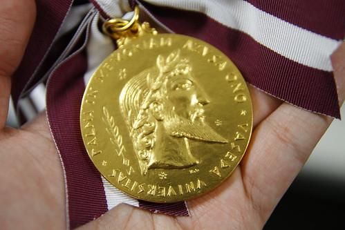 Front of Azusa Ono Memorial Award medal