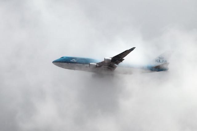 从埃希姆史基浦机场起飞后,KLM 747 PH-BFO突然爆炸