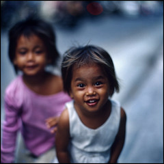 Street Kids (DoveVadar) Tags: bali 120 film hasselblad f2 fe ektachrome100 110mm 203fe