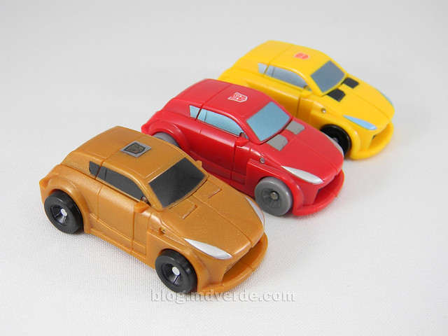 Transformers Gold Bumblebee Reveal the Shield Legends - modo alterno vs Cliffjumper vs Bumblebee