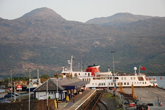 Hebridean Princess (Mrtainn) Tags: bag boot scotland boat highlands barca barco alba railway escocia bateau alban szkocja bt esccia schottland btur bote westerross vene schotland d ecosse lochalsh scozia txalupa paat fanas skottland rossshire cwch laiva skotlanti skotland kyleoflochalsh bd kayk bd ladja  broskos varca balca caollochaillse csnak hebrideanprincess  valtis esccia skcia  albain brka bta iskoya   lun barc lochaillse  gidhealtachd rathadiarainn taobhsiarrois siorramachdrois llancha scoia  battellu skath