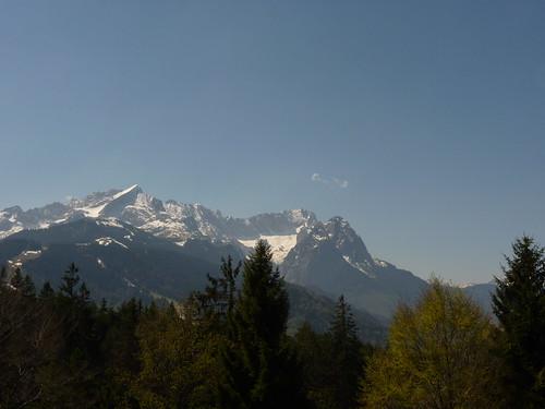 Einzelne Wolke über der Zugspitze