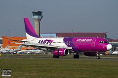 HA-LWB - 4246 - Wizzair - Airbus A320-232 - Luton - 110324 - Steven Gray - IMG_1312