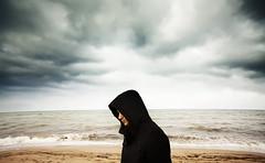 (Luis Hernandez - D2k6.es) Tags: boy beach colors lluvia weekend retrato pals playa nubes tormenta chico