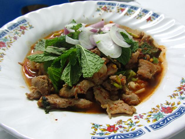 Grilled beef salad (nam tok neua yang, น้ำตกเนื้อย่าง)