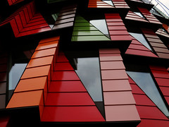 Jagged red (Eva the Weaver) Tags: red abstract building triangles geometry rectangles chalmers lindholmen oddshapedbuildings thecog gertwingrdh kuggen