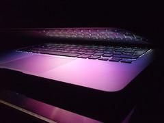 DSCF0012 (Hokta) Tags: light luz apple pc mac purple rosa screen reflejo pantalla tecnology tecnologia mora teclas morado rosado macbook