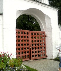 . Gate (lubovphotographer) Tags: suzdalkremlin suzdal photograph smartphonephotography flyeranano9 picturethis ph photography photo cremlin   exibition excurtion ex       photographylovers  gate