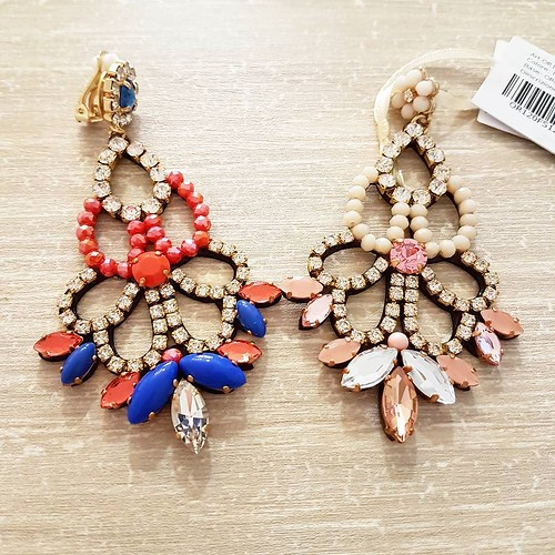 Buongiorno e buon inizio settimana! #orecchini #earrings #swarovsky #pelle #personalizza #younique #accessori #personalizzati #madeinitaly #handmade #fashionjewellery #instagramers #TagsForLikes #lightsout #likeforlike #instafashion #newcollection #collec