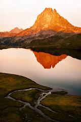 Ultimas luces (arbioi) Tags: pirineo pyrenees pirineos paisaje pyrenee portalet formigal france francia ayous gentau lac ibon atardecer mididossau