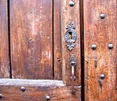 Chiuso. (SoleTempesta) Tags: door porta legno soletempesta serratura ferro portone chiuso closed details dettagli
